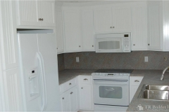 kitchen-crisp-white-with-stainless-sink