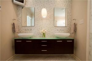 Modernizing a 1970's Bathroom
